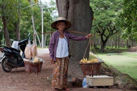 dame_qui_vend_des_bananes