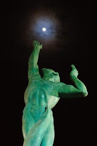 moon_statue
