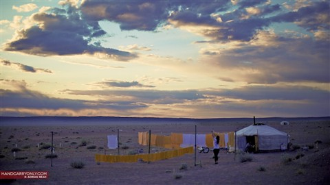 Mongolia_Gobi_washing