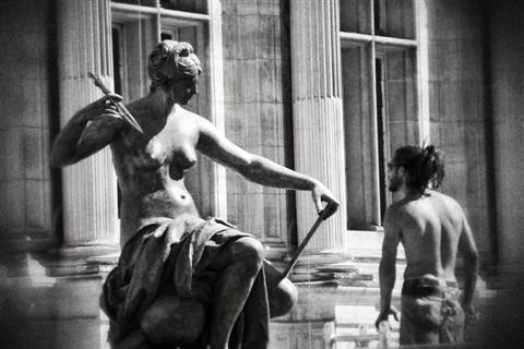 Statue_agressive