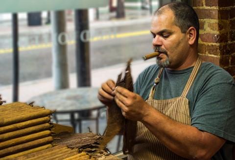 ybor city cigar roller