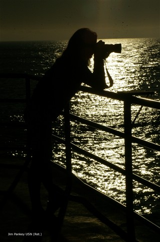 camera pier photographer bw silhouette