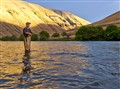 Flyfishing for steelhead / Deschutes river / Oregon