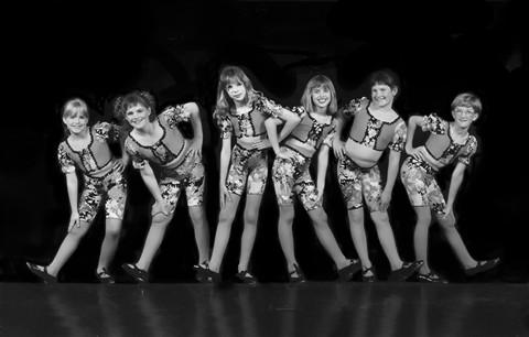 Dancers b/w