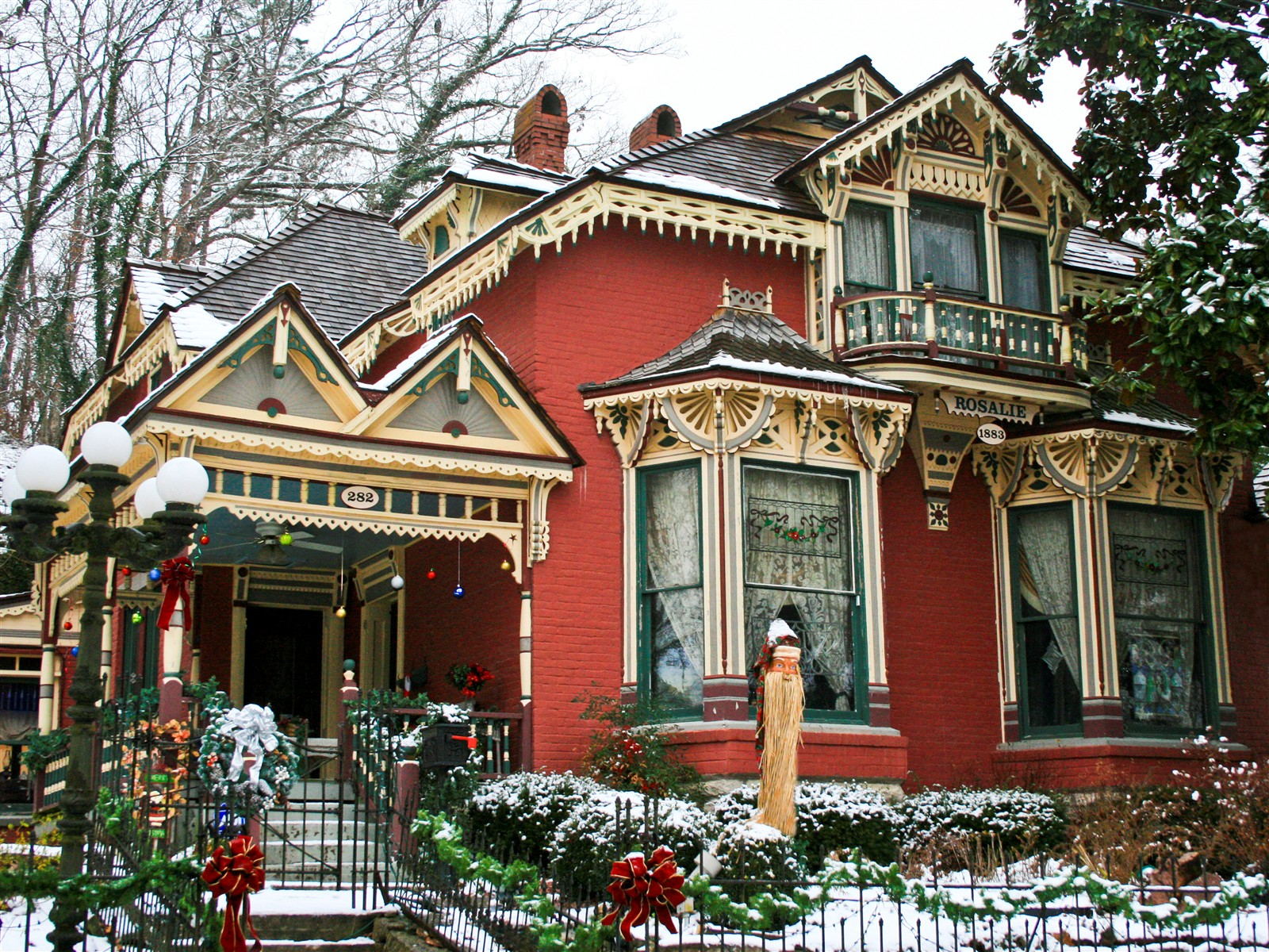 Victorian home at christimas eureka springs ar Home builders in arkansas