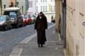 Nun Avoiding