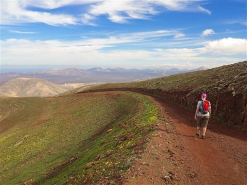 A long downhill walk to Yaiza