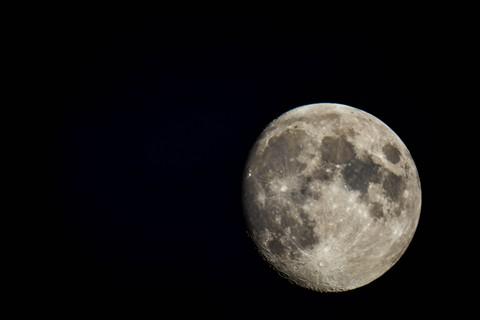 Moon112012-1 r