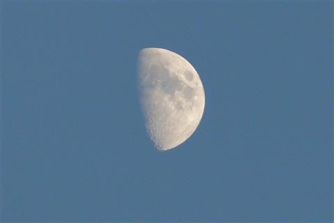 Daylight_Moon_thumbnail