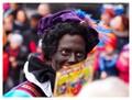 Zwarte Piet handing over gifts to children