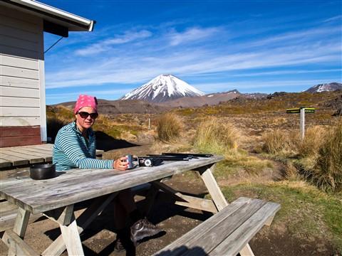 2012-12-01 PS New Zealand Tongariro Hut Jo