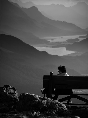 Lonely_benches-2