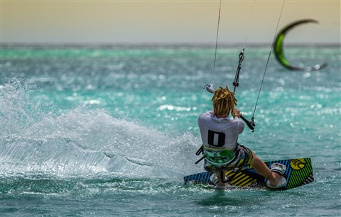 "Aruba ""Yellow Sky"" Kitesurfing on One Happy Island"