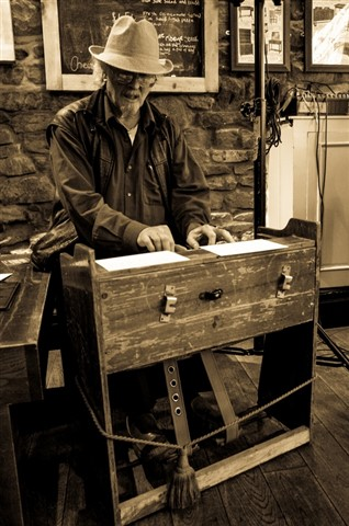 Chas Reed Organ small