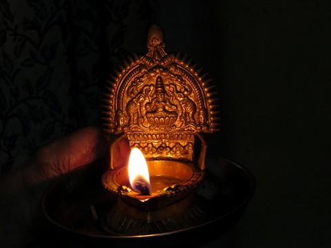 IMG_0008_religious lamp