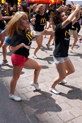 20100813_dancers_on_square_009-Edit