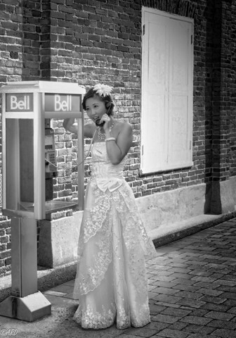 Bride & phone 11cmono-8193258