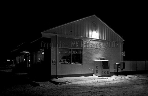 Slow night at the ice machine - FOR JPG-1000