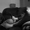 Маринка на диване в чернобелых тонах