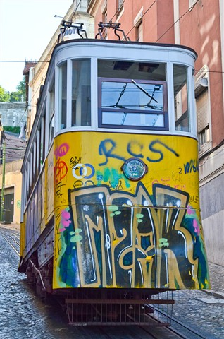 Free to paint in a Lisbon tram