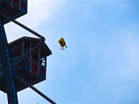 Spongebob flying over Oktoberfest in Munich 009