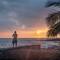 Kona Tiki Sunset: Kailua, Kona, HI