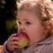Leah likes the apple